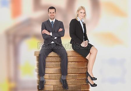 executivos que sentam se em moedas