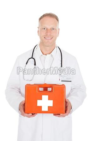 medico pessoa emergencia caixa peito primeiro