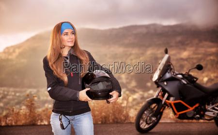 menina linda motociclista