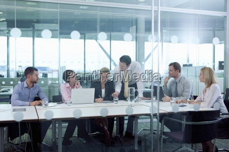 executivos do encontro na sala de