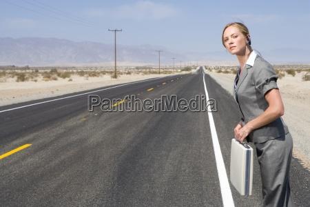 mulher esperar espera pessoas povo homem