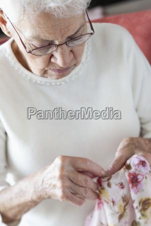 mulher cor feminino oculos adulto concentracao