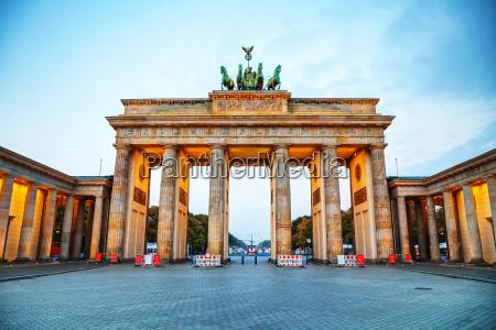 porta de brandenburg em berlim alemanha