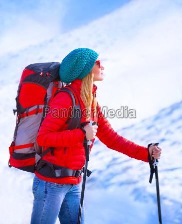 esqui palying da menina feliz