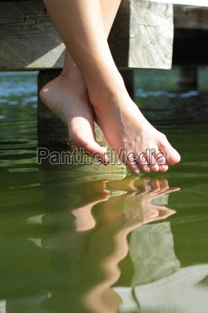pernas relaxamento ferias ponte verao descontraido