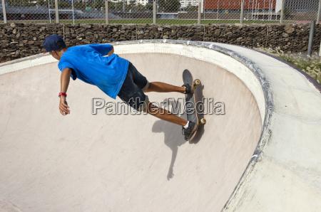garoto patinador