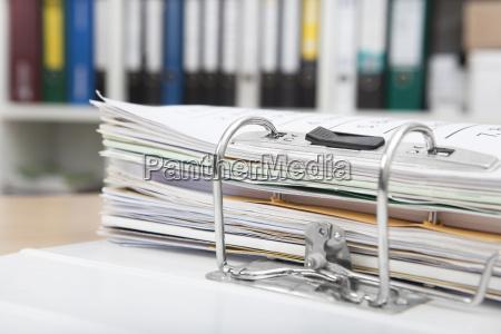 pastas de arquivos na mesa