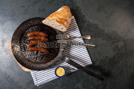 pao nuremberg mostarda chucrute comer panela