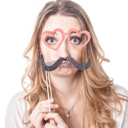 menina com bigode jogar varias emocoes