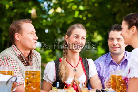 no jardim da cerveja amigos na