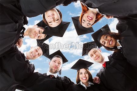 estudantes graduados que estao no circulo