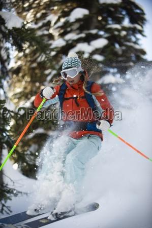 mulher mulheres esporte esportes arvore salto