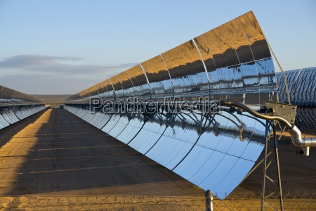 uma usina de energia solar