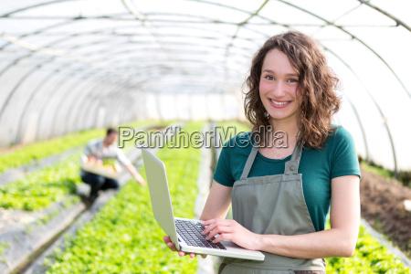 retrato de um fazendeiro atraente em