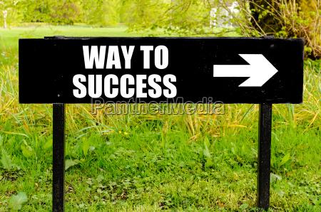 caminho ao sucesso escrito no letreiro