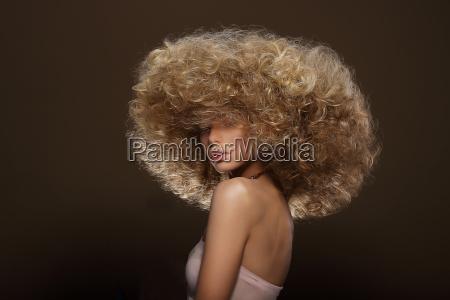 updo estilo vogue mulher com hairdo