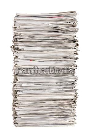 pilhas do jornal de encontro a