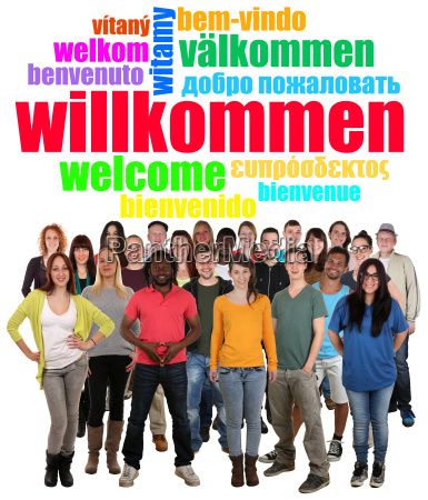 os povos agrupam multicultural de jovens