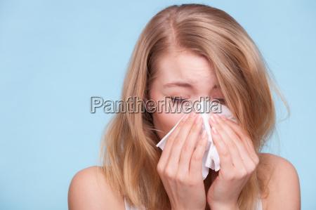 alergia a gripe menina doente que