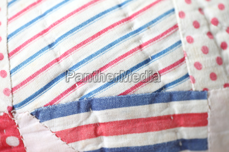 azul tecido colcha pano branco vermelho