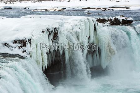 close up da cachoeira congelada godafoss
