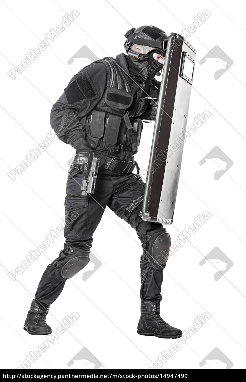 oficial, da, swat, com, escudo, balístico - 14947499