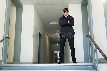 negro porta guarda bone capo supervisao