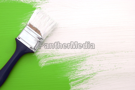 paintbrush com pintura branca da pintura