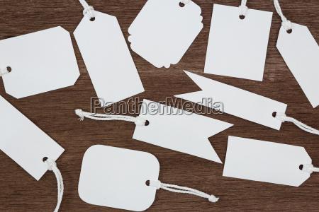 o papel branco em branco etiqueta