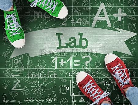 laboratorio contra pizarra verde
