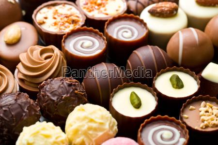 variedade de pralinos de chocolate