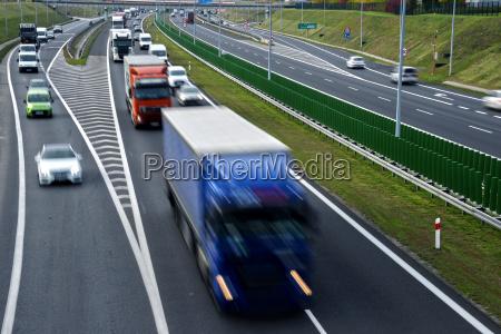 rodovia de acesso controlado de quatro