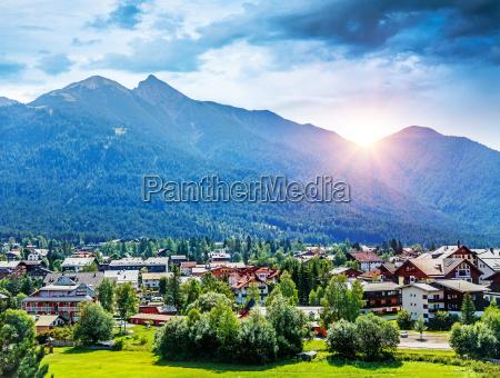 vila montanhosa bonita