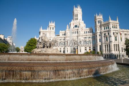monumento estatua escultura espanya fuente bien