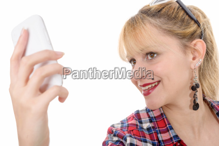 mulher nova atrativa na camisa checkered