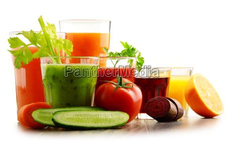 vidros com os sucos organicos frescos