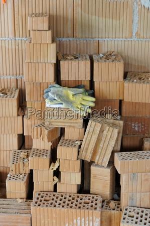 luvas de trabalho em uma pilha