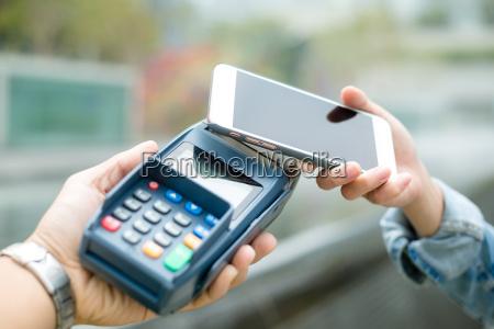 mulher telefone cafe restaurante banco pagar