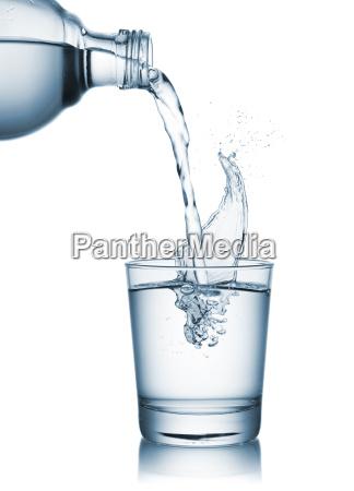 agua de derramamento no vidro
