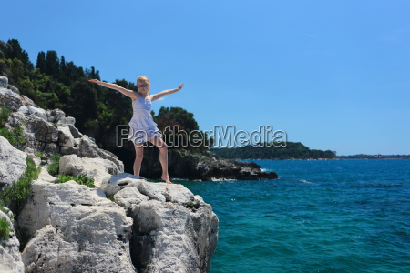 girl stands on the cliff