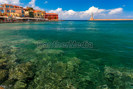 porto velho no dia ensolarado chania