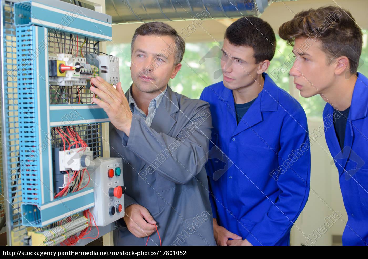 aprendizes, elétricos - 17801052