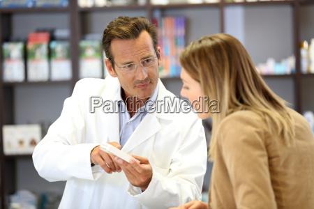 veterinario que da o conselho medico