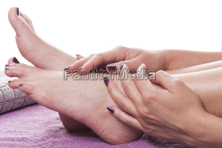 maos bem cuidadas femininas e massagem