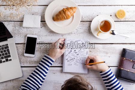 cafe caderno computadores computador cha telefone
