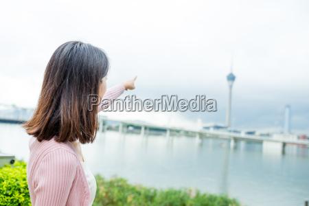 mulher pessoas povo homem torre dedo