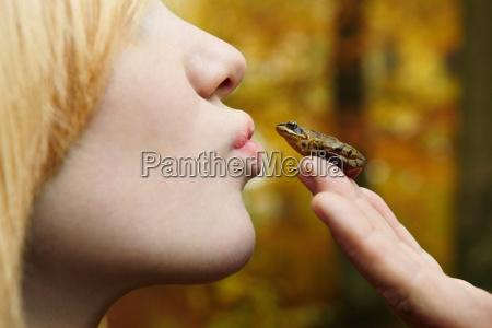 menina que beija a ra minuscula