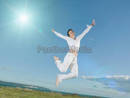 mulher movimento em movimento risadinha sorrisos