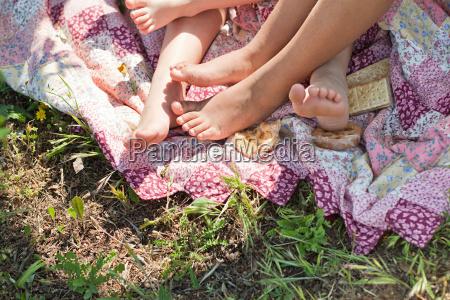 amizade relaxamento verao pe descalco ao