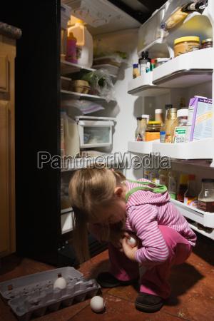 casa feminino trevas juventude acidente cozinha